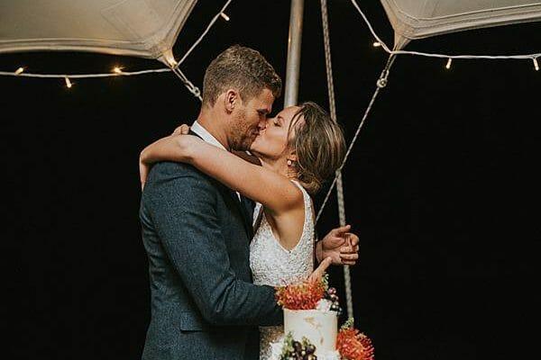 Sunshine Coast Wedding - Reception Bride Groom Kiss Cake
