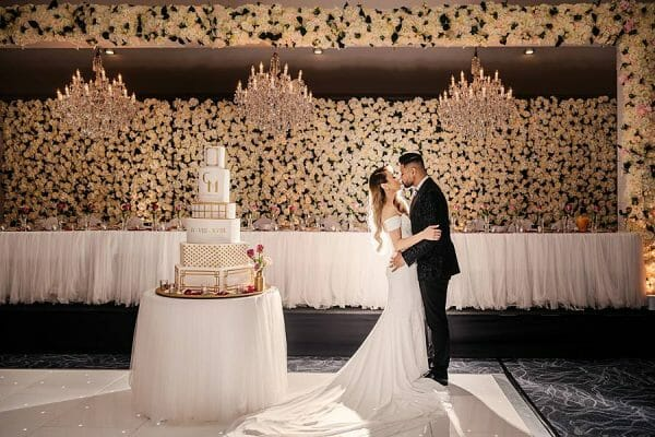 Stunning Wedding Lighting - Bride Groom Kiss Cake 1