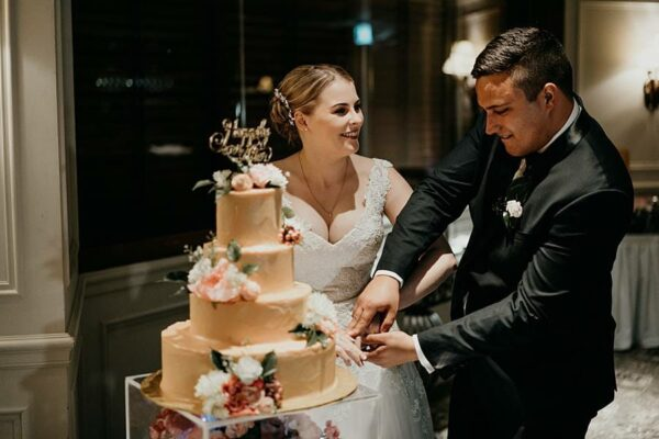 Stamford Plaza Brisbane Wedding - bride groom cake cutting